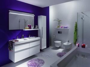 Odważny kolor na ścianie łazienki