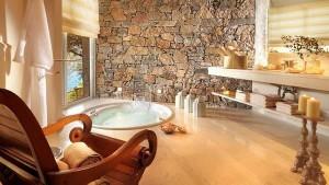 Połączenie kamienia i drewna w łazience eko