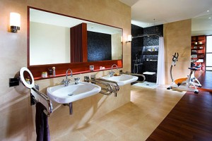 Uchwyty zamontowane po bokach umywalek