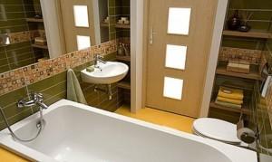 Zielono-żółta łazienka w bloku