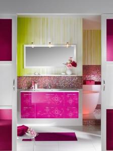 Kolorowy zawrót głowy - róż i zieleń w ciekawym zestawieniu na płytkach w łazience