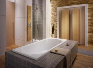 Prysznic ukryty we wnęce i praktyczny panel ścienny