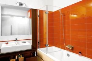 Pomarańczowe płytki w strefie kąpielowej