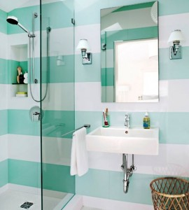 Wygodna i funkcjonalna łazienka dla kobiety