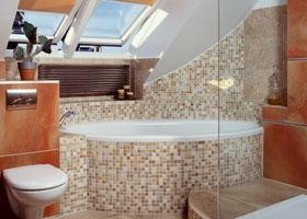 Kratka wentylacyjna nad wanną w łazience
