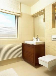 Plisy w łazienkowym oknie
