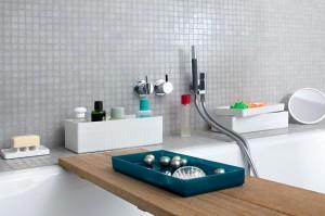 Plastikowe pudełka i pojemniki na szampony, płyny i przybory do kąpieli
