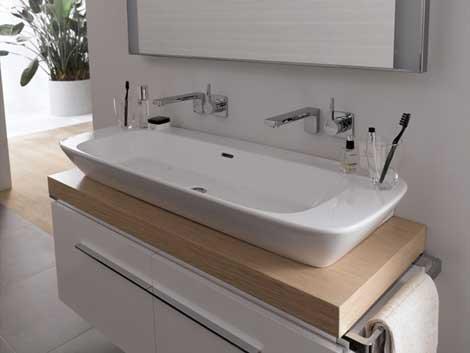 Baterie podtynkowe i podwójna umywalka z modną szafką podumywalkową