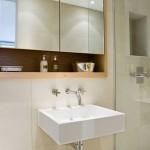 Mała łazienka z praktycznymi wnękami