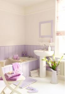 Jasnofioletowa kobieca łazienka
