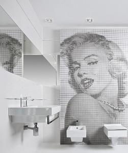 Motyw Marilyn Monroe na ścianie w łazience