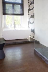 Podłogi z korka mogą być stosowane w mokrych pomieszczeniach.