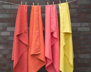 Kolorowe ręczniki rozjaśnią najbardziej ponurą łazienkę.