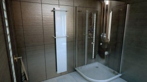 Szklany grzejnik łazienkowy