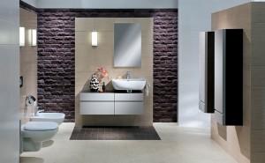 Łazienka z ceglanymi wstawkami