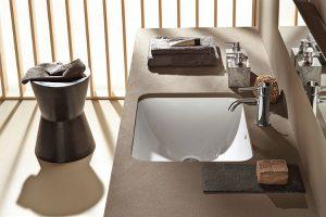 Naturalna brązowa łazienka